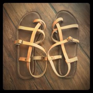 Strappy sandals 👡